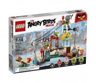 Лего Разгром свинограда (Lego Angry Birds 75824)